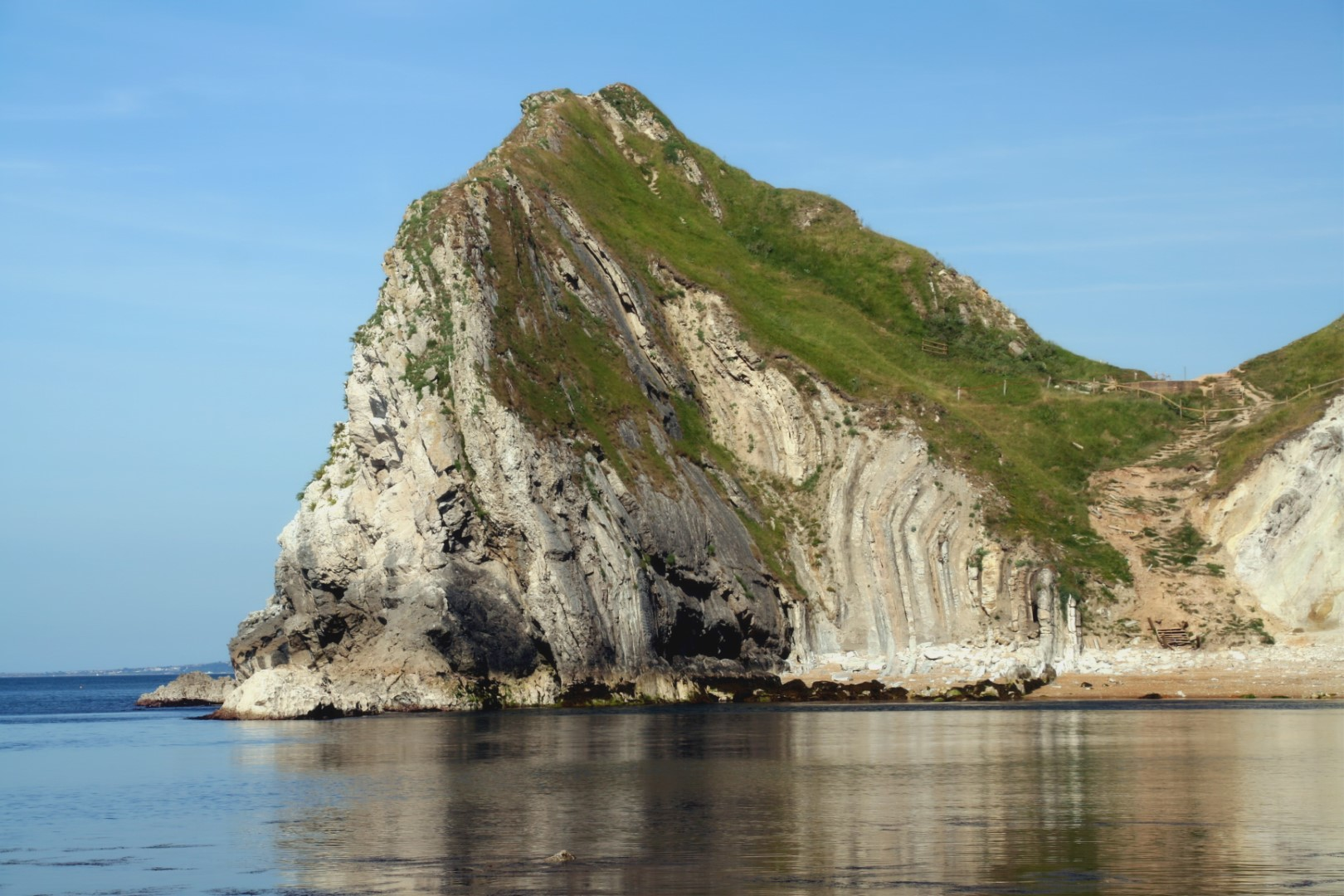 The other side of Durdle Door in close up with an amazing rockface.